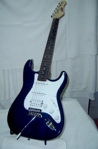 Desktop uploads 2flisting 2foriginals 2f1447709793261 l9mj868bhhrm5cdi bdb0734350826f34e995171bf1db560e guitarra electrica stratocaster storm 154194